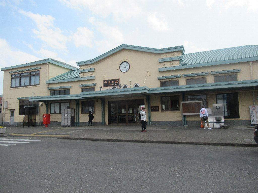 足利駅は、栃木県足利市伊勢町一丁目にある、JR東日本両毛線の駅。