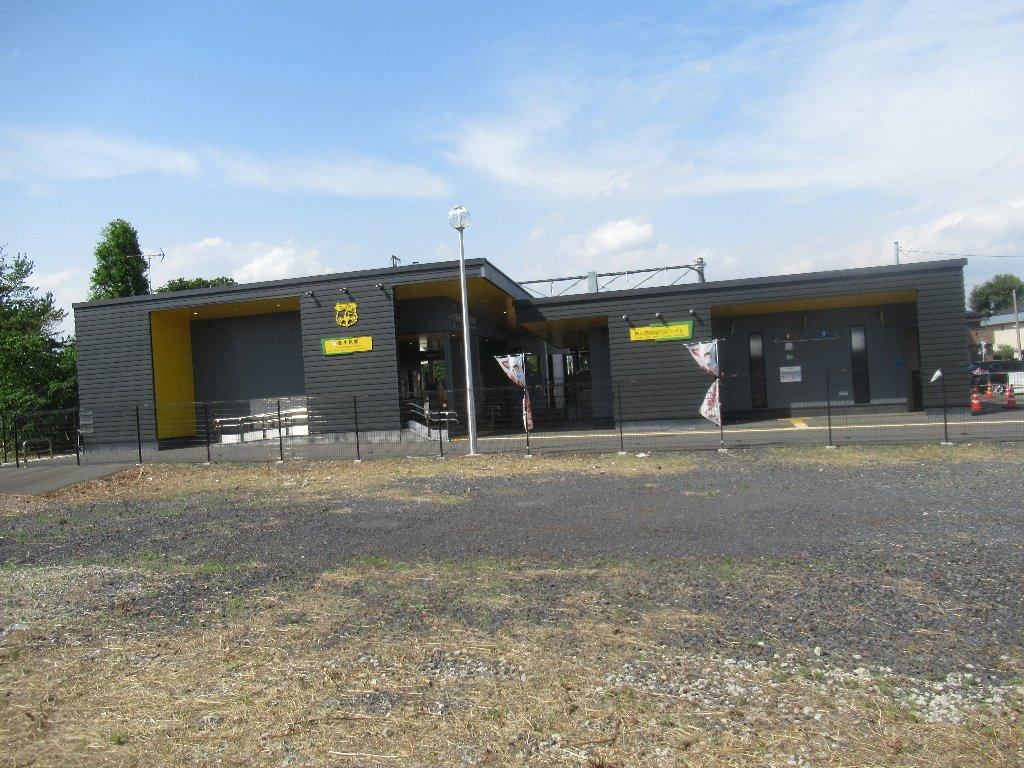 西小泉駅は、群馬県邑楽郡大泉町西小泉にある、東武鉄道小泉線の駅。