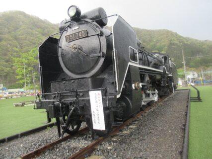 水上駅転車台広場の蒸気機関車D51745。