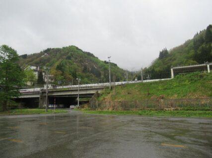 ガーラ湯沢駅は、新潟県南魚沼郡湯沢町大字湯沢にある、JR東日本の駅。