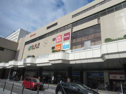 高崎駅は、群馬県高崎市八島町にある、JR東日本・上信電鉄の駅。