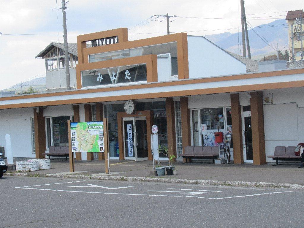 御代田駅は、長野県北佐久郡御代田町にあるしなの鉄道の駅。