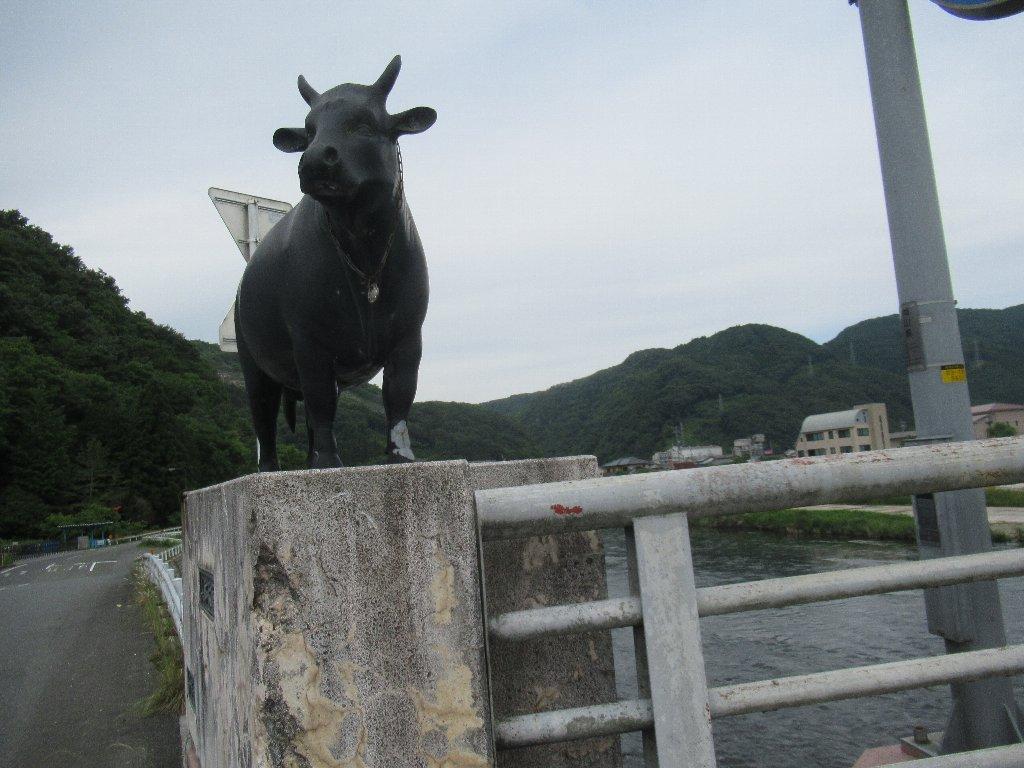 千屋牛は、岡山県新見市千屋地区で育てられている黒毛和種ブランド牛。