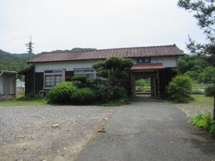 高駅は、広島県庄原市高町市場にある、JR西日本芸備線の駅。