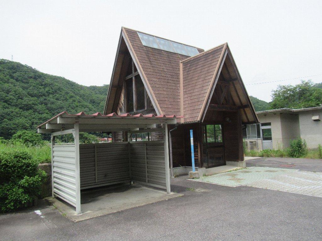 式敷駅は、広島県安芸高田市高宮町にあったJR西日本三江線の駅(廃駅)。