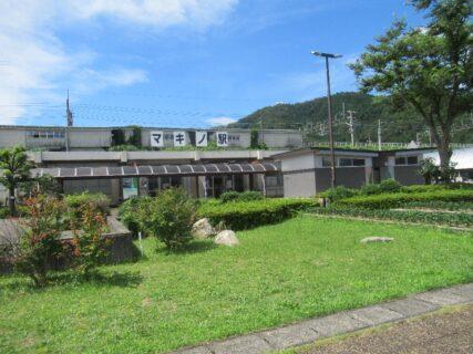マキノ駅は、滋賀県高島市マキノ町にある、JR西日本湖西線の駅。