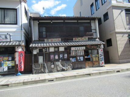 長浜駅そばの超レトロな中島屋食堂なる店舗。