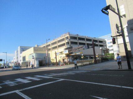 泉中央駅は、宮城県仙台市泉区泉中央一丁目にある仙台市地下鉄南北線の駅。