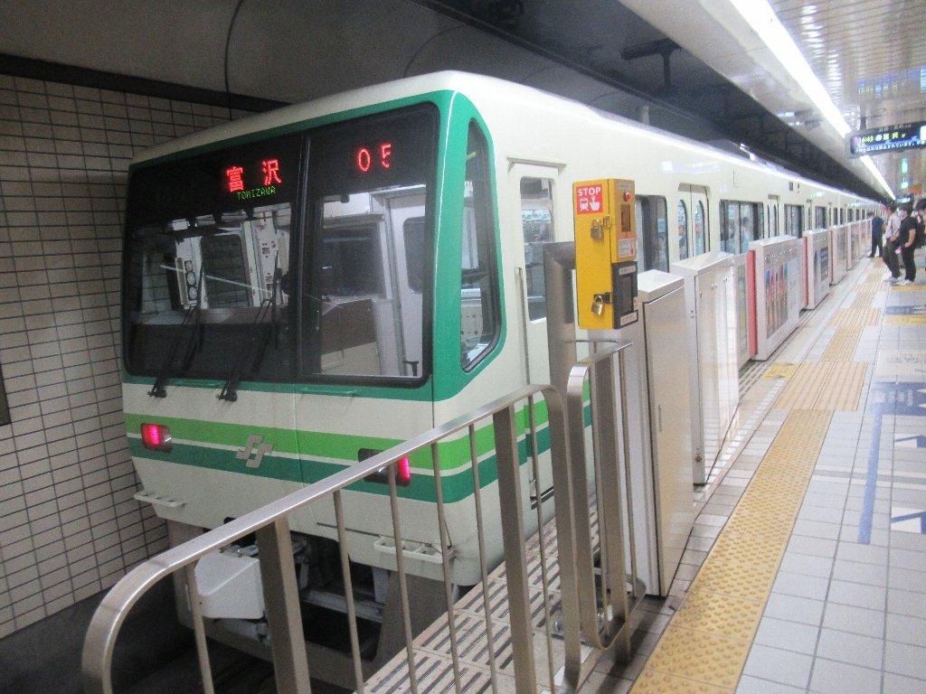 仙台市地下鉄南北線の仙台駅でございます。