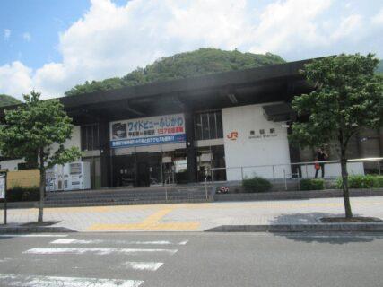 身延駅は、山梨県南巨摩郡身延町角打にある、JR東海身延線の駅。