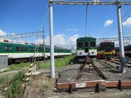 寝屋川車庫は、寝屋川市木田元宮1丁目にある、京阪電気鉄道の車両基地。