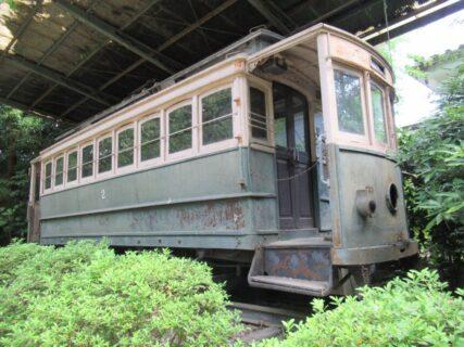 平安神宮南神苑内にて余生を送る日本最古の電車。