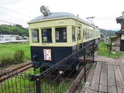 別所温泉駅で保存されている丸窓電車、モハ5250。
