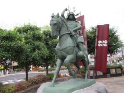 上田駅前の真田幸村公騎馬像は初陣の姿をイメージしたそうで。