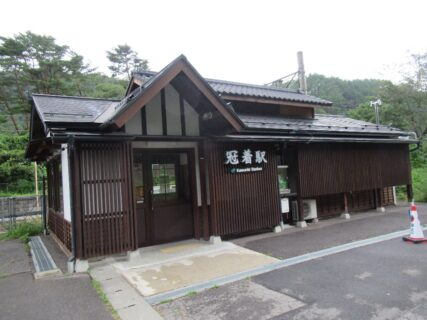 冠着駅は、長野県東筑摩郡筑北村坂井にある、JR東日本篠ノ井線の駅。