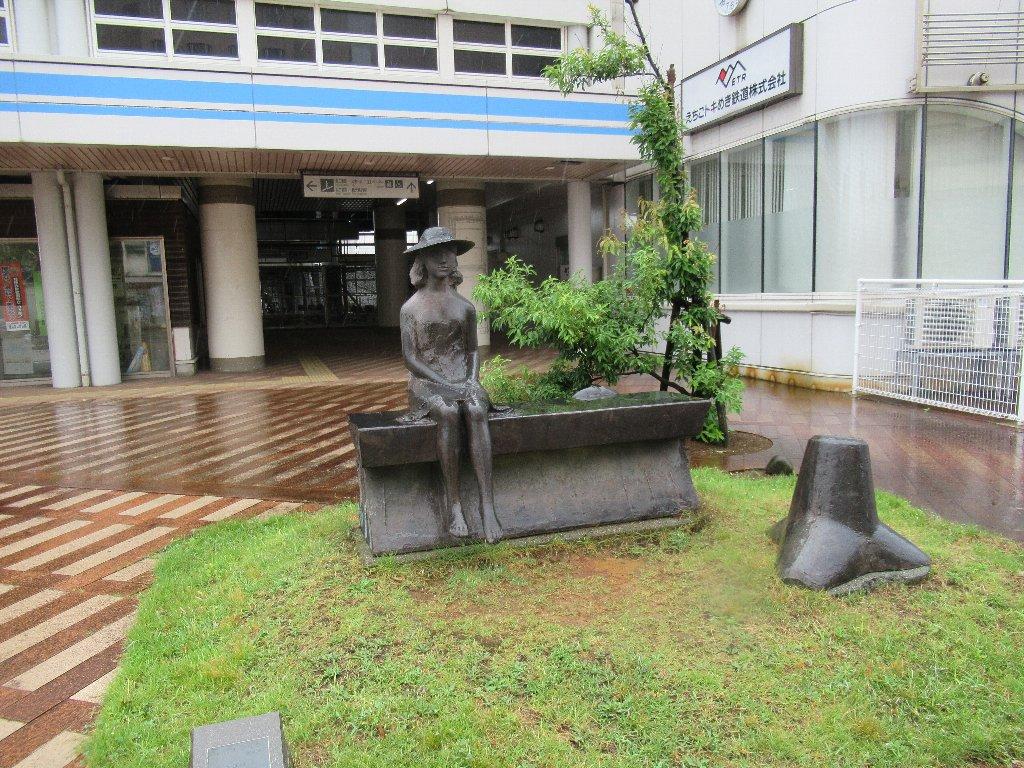 直江津駅は、上越市東町にある、えちごトキめき鉄道・JR東日本の駅。