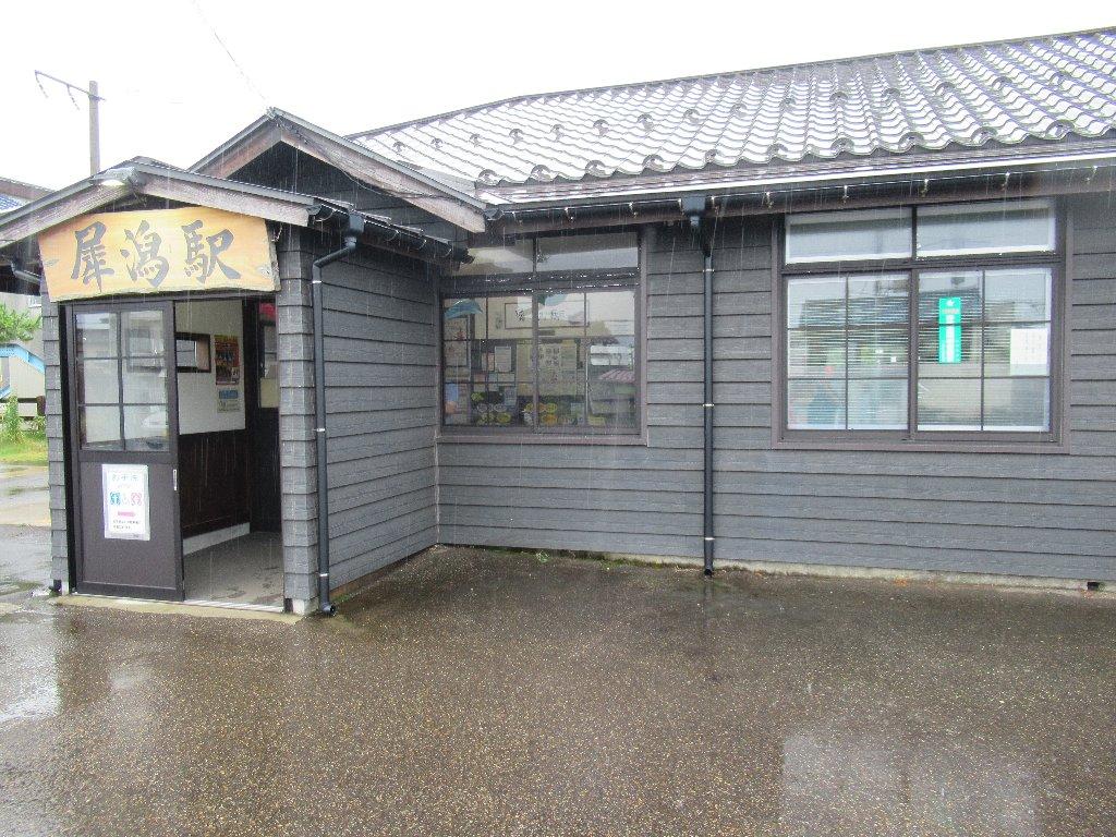 犀潟駅は、新潟県上越市大潟区犀潟にある、JR東日本・北越急行の駅。