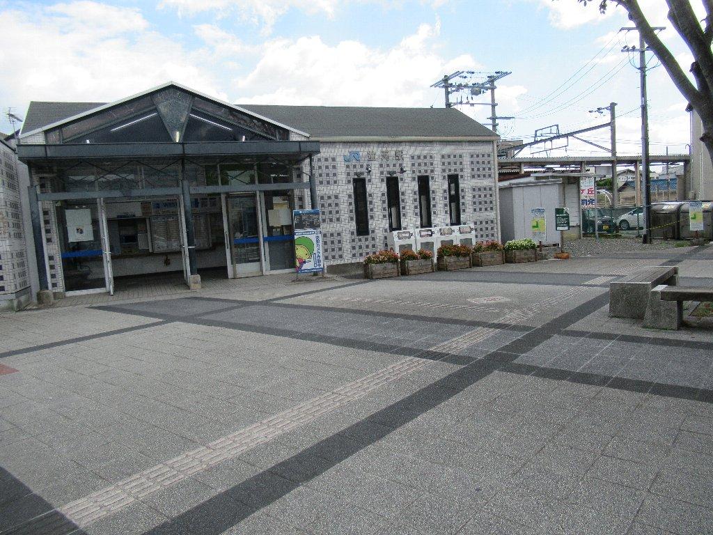 並河駅は、京都府亀岡市大井町土田二丁目にある、JR西日本山陰本線の駅。