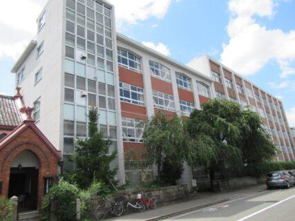 日本聖公会聖アグネス教会と平安女学院。