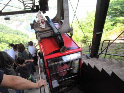 富士山パノラマロープウエイは、山梨県南都留郡富士河口湖町にある索道。