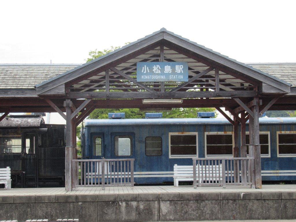 小松島駅は、かつて徳島県小松島市に存在した国鉄小松島線の駅(廃駅)。