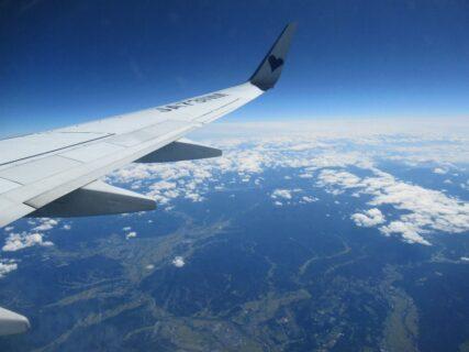 雨の神戸から、晴れの新千歳へ飛びました。