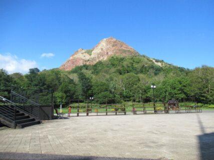 昭和新山は、北海道有珠郡壮瞥町にある火山。