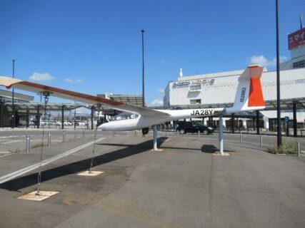 滝川駅前ロータリーにある、グライダー。