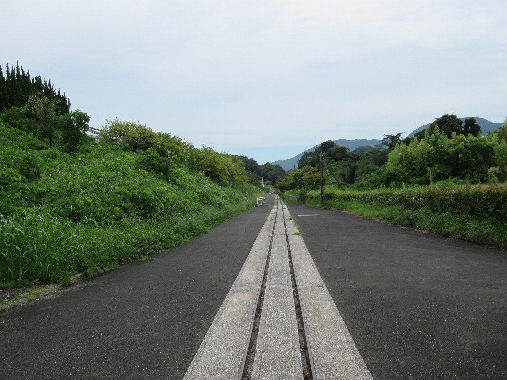 ほぼ完成間近で未成線に終わった路線を走る赤村トロッコ油須原線。