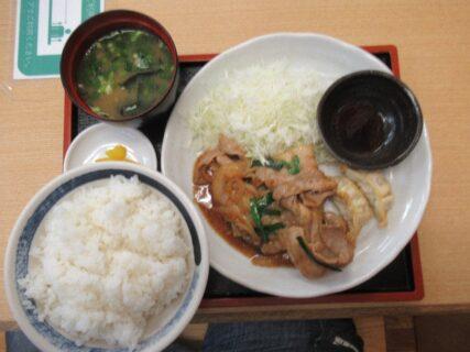 遠州豊田サービスエリアで、生姜焼き定食だす。