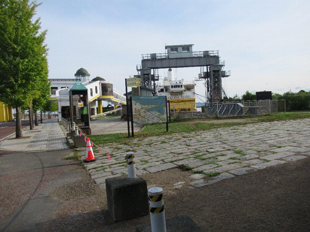 青函連絡船青森桟橋可動橋跡を見学しております。
