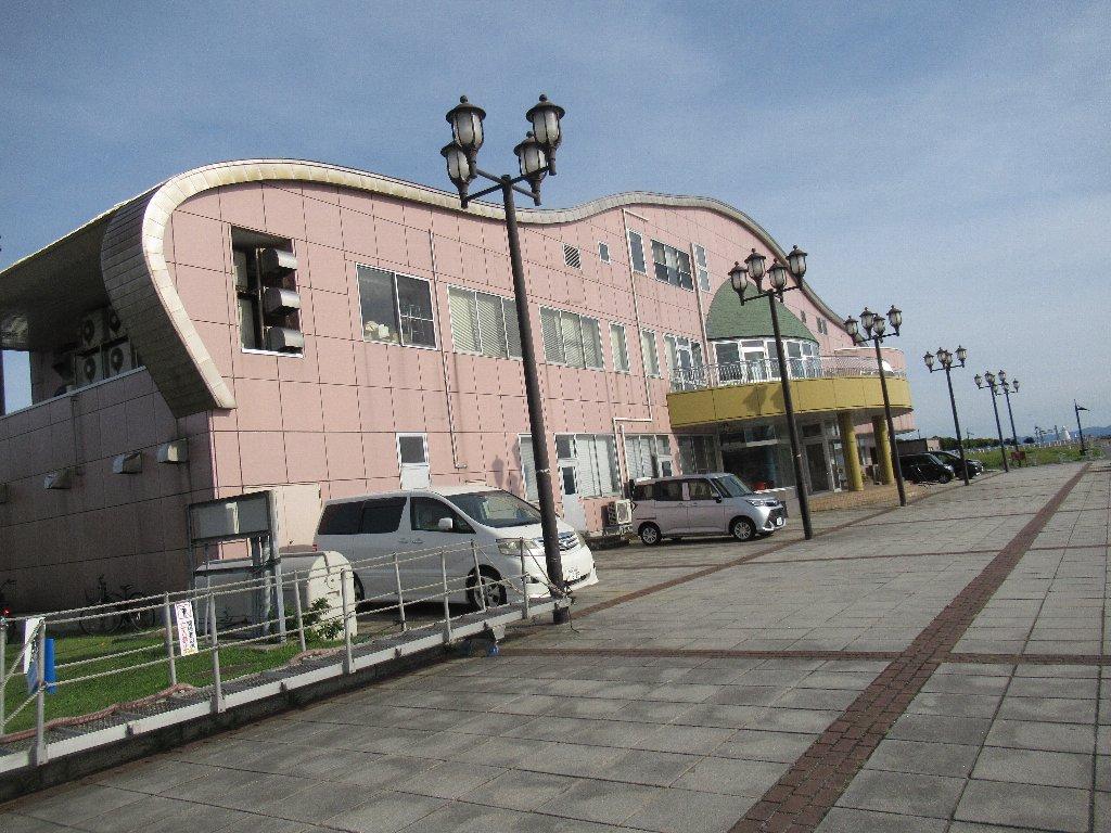 青森港旅客船ターミナルとその周辺。