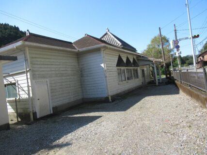 繫藤駅は、高知県香美市土佐山田町繁藤にある、JR四国土讃線の駅。