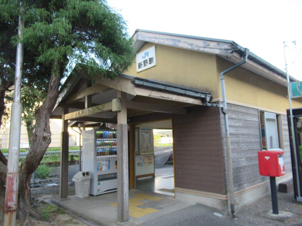 新野駅は、徳島県阿南市新野町信里にある、JR四国牟岐線の駅。