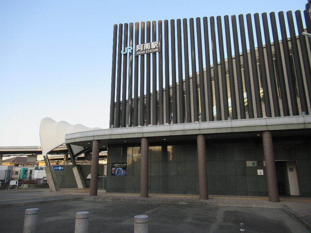 阿南駅は、徳島県阿南市富岡町今福寺にある、JR四国牟岐線の駅。