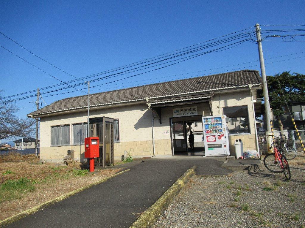 西麻植駅は、徳島県吉野川市鴨島町にある、JR四国徳島線の駅。