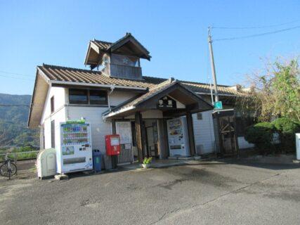 学駅は、徳島県吉野川市川島町学字吉本にある、JR四国徳島線の駅。