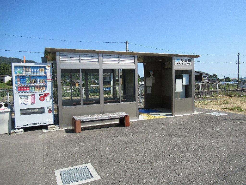 丹生駅は、香川県東かがわ市土居にある、JR四国高徳線の駅。