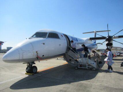 新潟空港まで、ボンバルディアDHC8-Q400でのフライト。