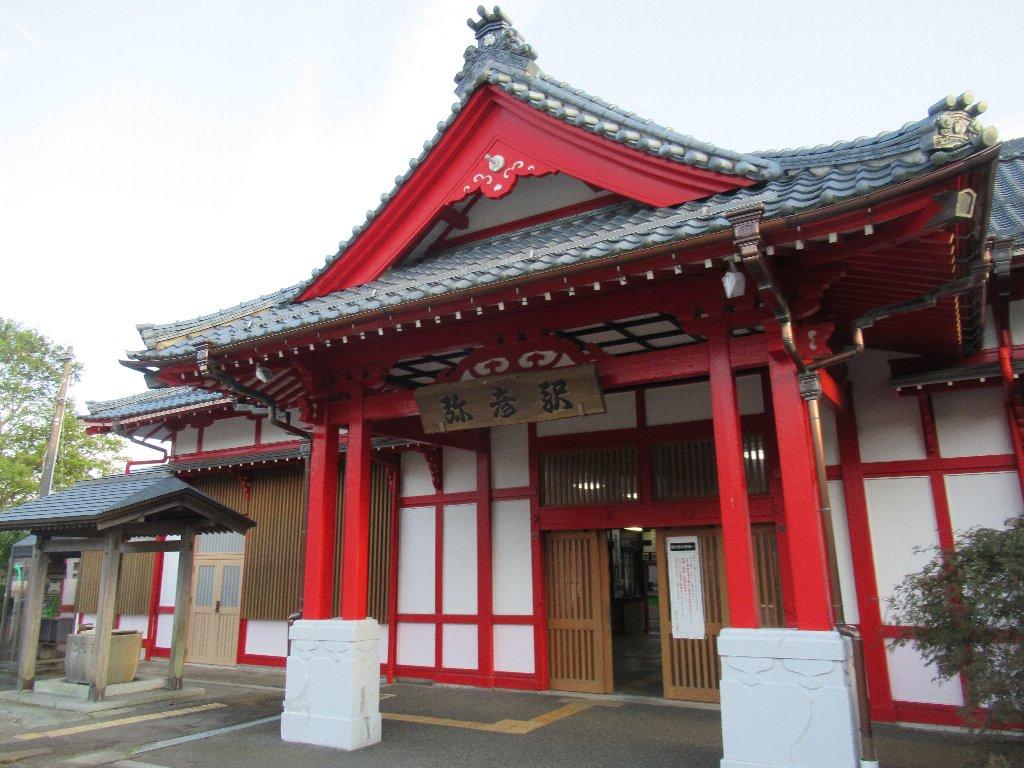 弥彦駅は、新潟県西蒲原郡弥彦村にある、JR東日本弥彦線の駅。
