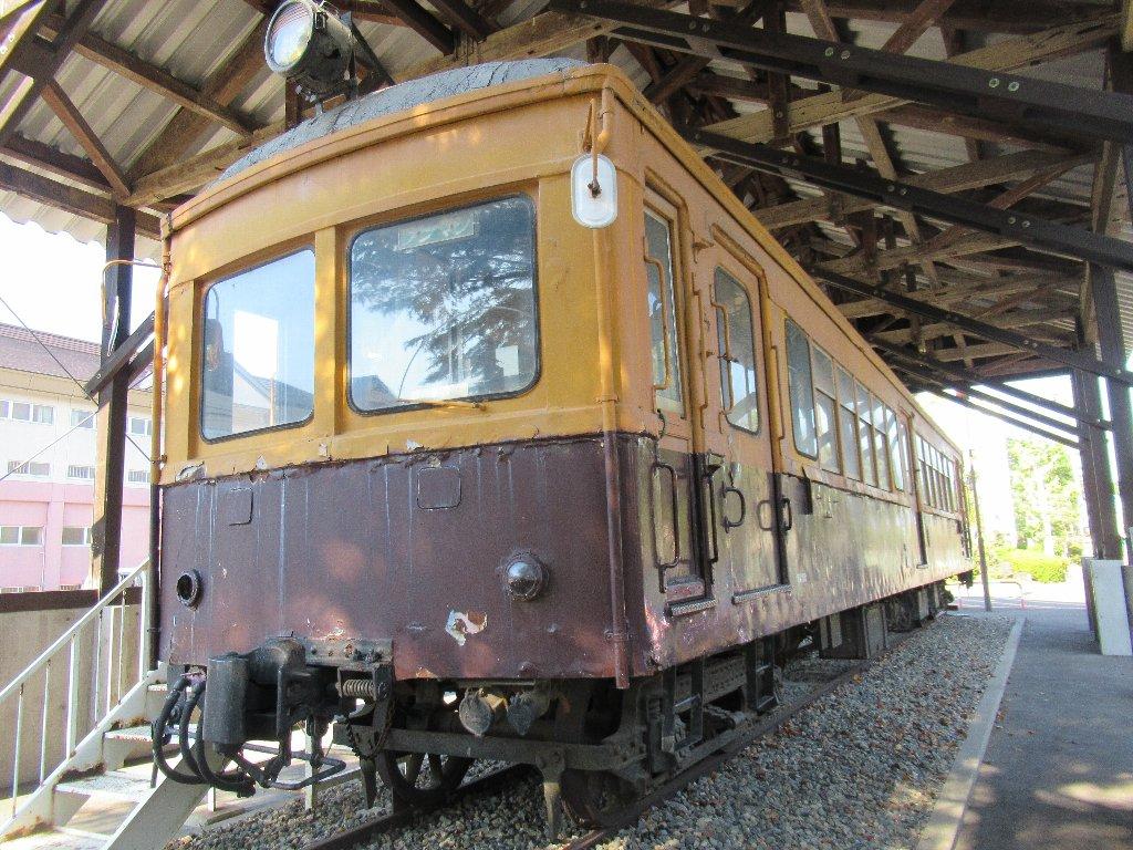 五泉市の粟島公園で保存されている蒲原鉄道モハ41。