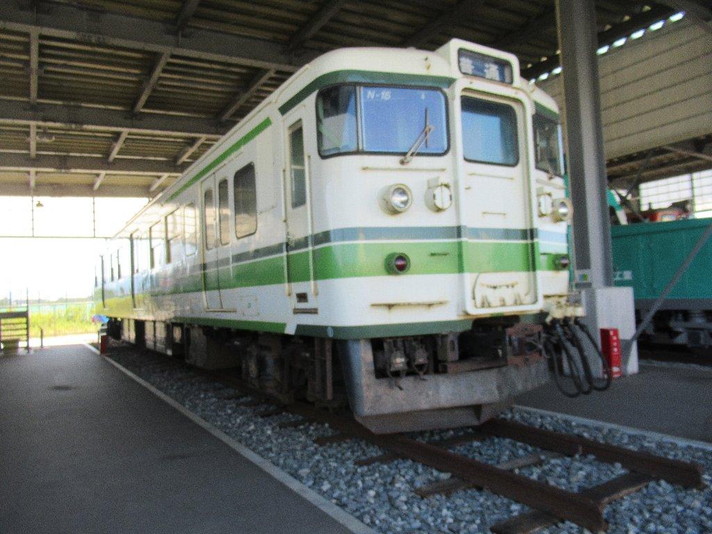 国鉄115系近郊形直流電車でございます。