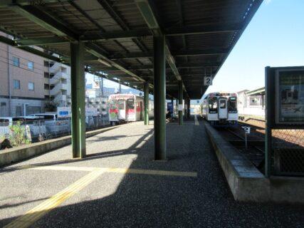 松浦鉄道の伊万里駅、スイッチバックでホームは頭端式になっております。