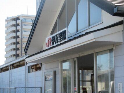 伊万里駅は、佐賀県伊万里市新天町にある、JR九州・松浦鉄道の駅。
