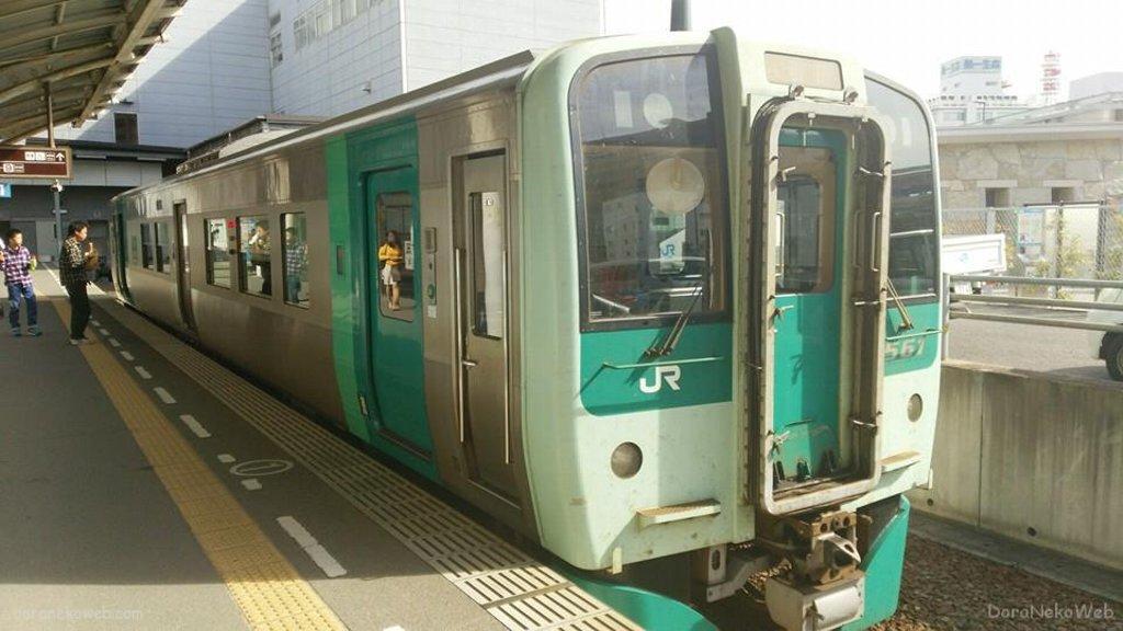 高松駅から高徳線で移動ぢゃい