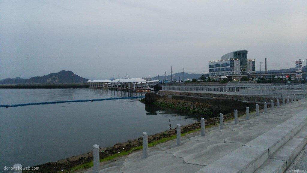宇野港の夕景。