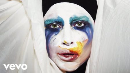 Lady Gaga – Applause
