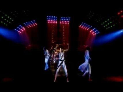 Queen – Hammer To Fall