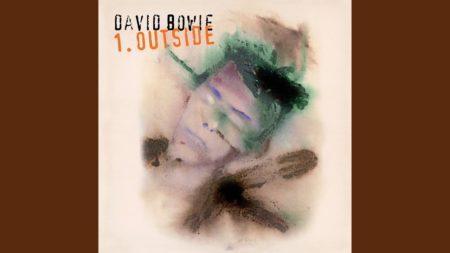 Segue – Algeria Touchshriek – David Bowie